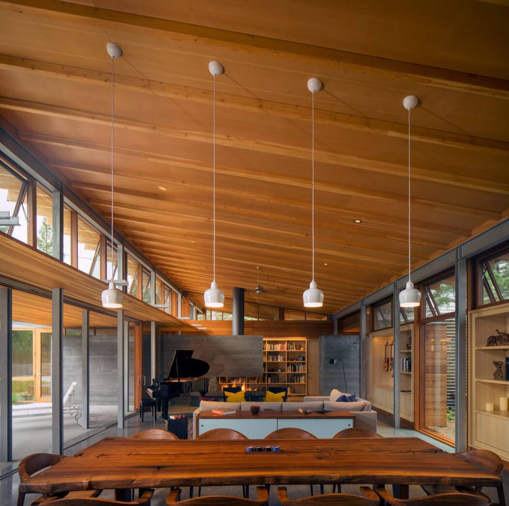 Designed by Bohlin Cywinski Jackson, this modernist single-family residence is located in Los Altos, California, United States